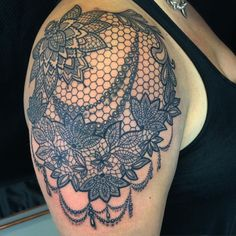 17 Best ideas about Lace Shoulder… Feminine Tattoos, Trendy Tattoos, Sexy Tattoos, Body Art Tattoos, Sleeve Tattoos, Tattoos For Women, Tatoos, Tattoo Son, Back Tattoo