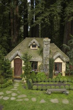 One day, I want to live in a little fairytale cottage like this!