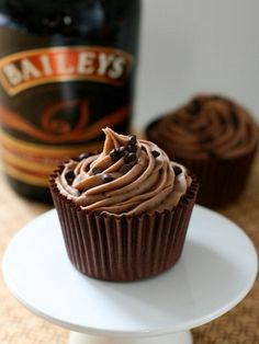 Chocolate Bailey's Cupcakes with Chocolate Bailey's Buttercream Icing (and other boozy cupcakes)  Yum!