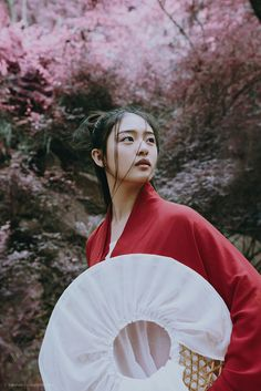 "mingsonjia: "" 汉服武侠风 by Renshaw "" Wuxia-style Hanfu (han chinese clothing). In ancient China, wide-brimmed hats with veils were worn for protection against the elements, as well as for modesty."