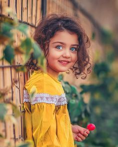 Stylish cute - Healty fitness home cleaning Cute Little Baby Girl, Cute Girl Face, Beautiful Baby Girl, Beautiful Children, Cute Girls, Beautiful Eyes, Baby Girls, Cute Kids Photos, Cute Baby Girl Pictures
