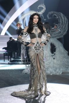 Costuming and Fashion Inspiration / Sui He at the Victoria's Secret Fashion Show