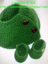Los niños de Bea: Patucos para un Nenuco Crochet Doll Clothes, Knitted Dolls, Knitted Hats, Doll Patterns, Knitting Patterns, Dress Making, Knit Crochet, Slippers, Beanie