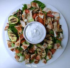 insalata pollo estiva salsa yogurt e menta Italian Dishes, Italian Recipes, Gazpacho, Chicken Cooking Times, Cena Light, Salad Recipes, Healthy Recipes, Salty Foods, Food Humor