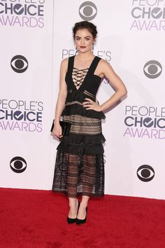 Lucy Hale in einem Kleid von Self-Portrait bei den People's Choice Awards