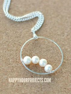DIY Tutorial: DIY Necklace / DIY Simple Pearls: Wire Wrapped Frame Pendant - Bead&Cord