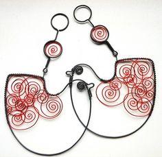 Ptáček Zpěváček  |  Bird is made of black wire and dozdoben colored wire. Size approx. 10x9cm.  |  Artist:  Mat Alena, Czech
