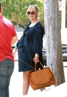 Reese Witherspoon is always GORG! and oh so cute rockin' that bump <3