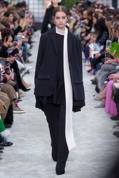 Valentino   Ready-to-Wear - Autumn 2018   Look 2