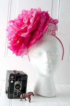 How to make a fascinator for the Kentucky Derby. A DIY tutorial with step by step instructions to make an intensive fascinator from tissue