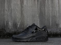 9a0c1118bb NIKE AIR MAX 90 PATENT LEATHER W - BLACKOUT RARE DEADSTOCK TRAINERS IN ALL  SIZES