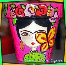Resultado de imagen de macetas pintadas con frida kahlo Flower Pot Crafts, Clay Pot Crafts, Rock Crafts, Diy Crafts, Painted Clay Pots, Painted Flower Pots, Freida Kahlo, Flower Pot Design, Ideias Diy