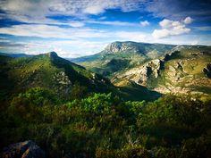 Tweet de @audetourisme : Les #Corbières sauvages... Le Mont Tauch. #Aude #PaysCathare #MagnifiqueFrance #BeautifulFrance