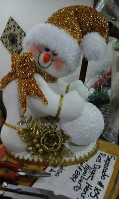 Christmas Art, Christmas Decorations, Christmas Ornaments, Holiday Decor, T 4, Snowman, Projects To Try, Lily, Teddy Bear
