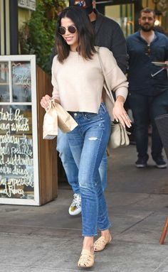Jenna Dewan-Tatum in a tan cropped sweater, skinny jeans and sandals - click through for more summer outfit ideas