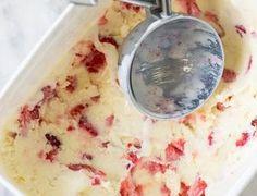 Sorvete caseiro de leite Ninho com morango • Cozinha Legal