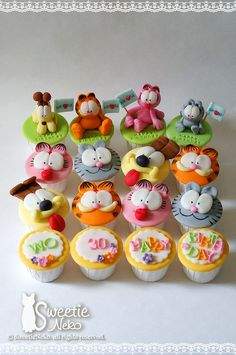 R R M Garfield and friends cupcakes by SweetieNeko Homemade Sweets, via… Kid Cupcakes, Fondant Cupcakes, Cupcake Cookies, Beach Cupcakes, Cake Pops, Bolo Garfield, Garfield Birthday, Character Cupcakes, Fondant Animals
