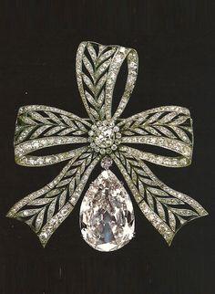 Esteban Yanes Arroyo - A vintage diamond brooch - 1914-1970.