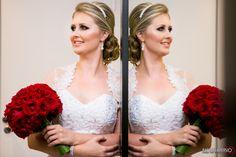 Fernanda no seu Dia da Noiva no Torriton no dia 08/02/14. Fotos por Raphaela Persio. #DiaDaNoiva #Wedding #Casamento #DiaDaNoivaCuritiba #CasandoemCuritiba #MaquiagemNoiva #WeddingMakeUp #PenteadoNoiva #Torriton #TorritonTaunay
