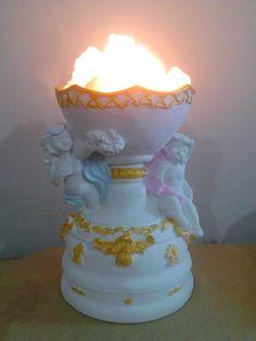 Lámpara de sal del Himalaya,de pie con dos ángeles azul , rosa y detalles dorados.