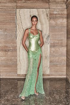 Style Haute Couture, Couture Fashion, Runway Fashion, Fashion Show, Fashion Outfits, Fashion Design, High Fashion Dresses, Haute Couture Dresses, Atelier Versace