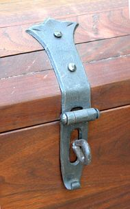 Blacksmith's Journal - blacksmithing help and publications Blacksmith Tools, Blacksmith Projects, Welding Projects, Recycled Furniture, Metal Furniture, Wood And Metal, Metal Art, Medieval Door, Blacksmithing Knives