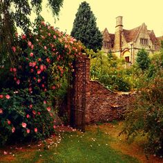 England-- looks like a scene from the secret garden Diy Garden, Dream Garden, Garden Gate, Garden Walls, Garden Cottage, Manor Garden, Brick Garden, Garden Entrance, Summer Garden