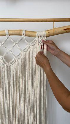 Macrame Cord, Macrame Knots, Wall Hanging Crafts, Macrame Plant Hangers, Craft Show Ideas, Macrame Design, Macrame Tutorial, Macrame Projects, Macrame Patterns