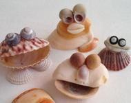De mooiste fantasiefiguren knutselen met #schelpen van het strand. #zomer #DIY #monsters