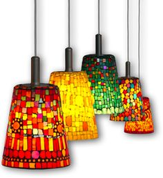 Not necessarily this style, but somehow tying in the glass mosaics might be nice for splash of color Mehr Mosaic Bottles, Mosaic Pots, Mosaic Glass, Glass Art, Glass Tiles, Tiffany Stained Glass, Stained Glass Lamps, Fused Glass, Mosaic Crafts