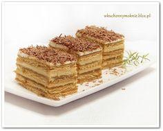 Dzisiaj W KUCHENNYM OKNIE przedstawiam Wam przepis na apetyczne, proste w wykonaniu ciasto z dodatkiem masy krówkowej, nie wymagające pieczenia. Mieszając masę