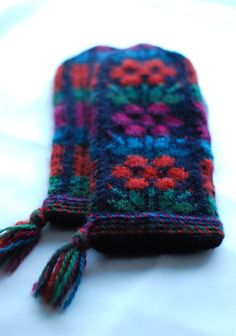 Kainuu Mittens, representing the Kainuu province in Finland. Design by Taito Pirkanmaa.