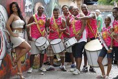 Thatiana Pagung   Thatiana Pagung e MC Anitta são as beldades do bloco Tamo Junto in ...