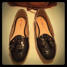 FLASH SALE TODAY ONLY! NWOT Black patent loafers NWOT black patent leather loafers with gold accented tassels and a kitten heel. These are so stylish for work! Never been worn! JustFab Shoes Flats & Loafers