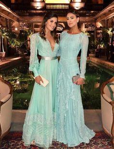 Vestido de festa longo verde claro com manga longa Gala Dresses, Couture Dresses, Satin Dresses, Gowns, Formal Dresses, Party Fashion, Fashion Week, Mint Dress Outfits, Vestidos Tiffany