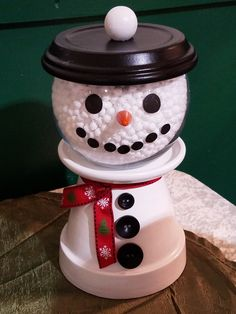 21 The Best Christmas And Winter Crafts Ideas for Preschool Child Ideas To Add Your Class Activities Christmas Clay, Homemade Christmas Gifts, Simple Christmas, Flower Pot Crafts, Clay Pot Crafts, Shell Crafts, Flower Pots, Pots D'argile, Clay Pots
