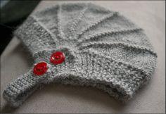 Aviatrix Baby Hat - Free Ravelry Pattern (http://www.ravelry.com/patterns/library/aviatrix-baby-hat )