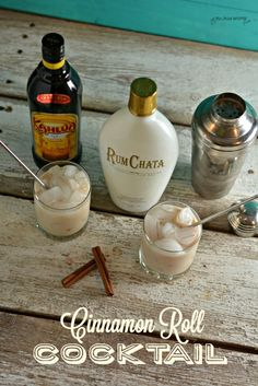 This cinnamon roll cocktail has just two simple ingredients of RumChata and Kahlua and tastes as good as a cinnamon roll. This cinnamon roll cocktail has just two simple ingredients of RumChata and Kahlua and tastes as good as a cinnamon roll. Christmas Drinks Alcohol, Christmas Cocktails, Holiday Drinks, Fun Drinks, Yummy Drinks, Party Drinks, Bbq Party, Dessert Drinks, Bebidas Con Kahlua