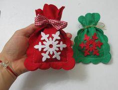 Kar Kristali Süslemeli Kırmızı, Yeşil Keçe Yılbaşı Keseleri