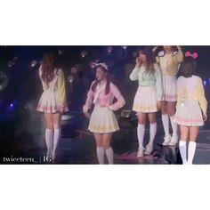 "Dahyun's ""Neo Yeppeuda"" on Ponytail's performance.   They really really love Pretty U.  studio parn  #nacheol #verhyun #mintzu #chaehao #chaeno #dk #seungkwan #woozi #dino #wonmo #sajun #mishua #jishi #2jeong #twiceteen #seventwice #twice #svtwc #svtwice #seventeen #twiceseventeen #seventeentwice #트와이스 #세븐틴 #붐붐 #TT #KNOCKKNOCK #twiceteenvids #twiceteenmoment"