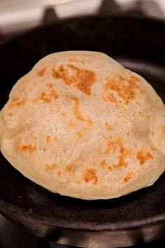 PITA GRECEASCA | Diva in bucatarie Breakfast Recipes, Diva, Bread, Ethnic Recipes, Brot, Divas, Baking, Breads, Buns