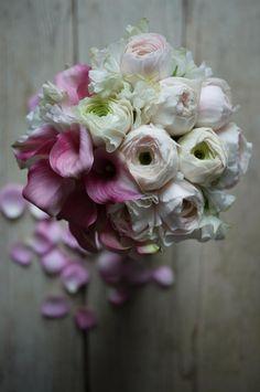 Fleurs pour mariage : créations uniques pour instant magique ! Accessoires pour réussir votre mariage sur http://yesidomariage.com