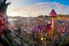 Tomorrowland só para quem gosta de musica eletrônica e está afim de passar 3 dias na Bélgica, o que vocês acham dessa vidinha mais ou menos? kk