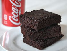 Coca Cola Brownies - In a weird feat of cooking magic, you can actually bake brownies by substituting the wet ingredients (typically eggs and vegetable oil or butter) with a can of cola. The result is a dark, damp brownie with a fudgy yet springy crumb. Coke Recipes, Brownie Recipes, Sweet Recipes, Dessert Recipes, Vegan Recipes, Coca Cola Cake, Brownies From Scratch, No Bake Brownies, Diet Coke Brownies
