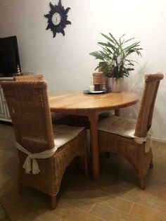 ≥ For sale round pine table + 4 wicker chairs - Tables | Dining tables - Marktplaats.nl