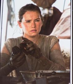 'Star Wars: Episode VII - The Force Awakens' Promo Poster & Stills - Daisy Ridley - FilmoFilia Rey Star Wars, Star Wars Film, Star Wars Quotes, Star Wars Humor, Star Wars Characters, Star Wars Episodes, Joe Johnston, London Symphony Orchestra, Star Wars Facts