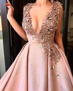 Image about gold in Vestidos by Mayo on We Heart It Elegant Dresses, Pretty Dresses, Formal Dresses, Grad Dresses, Beautiful Gowns, Dream Dress, Ideias Fashion, Ball Gowns, Evening Dresses