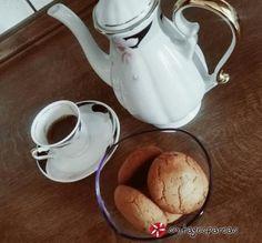 Ευωδιαστά+κουλουράκια+κανέλας-αμυγδάλου+#sintagespareas Greek Recipes, Sugar Bowl, Bowl Set, Tea Pots, Tableware, Cookies, Food, Crack Crackers, Dinnerware