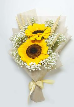 Twin sunflower with baby's breath Boquette Flowers, Sunflowers And Roses, Yellow Roses, Pretty Flowers, Flower Vases, Dried Flowers, Flower Arrangements, Red Rose Bouquet, Hand Bouquet