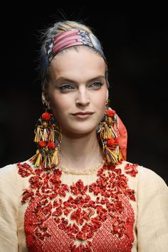 Dolce & Gabbana Spring 2013 Ready-to-Wear Collection - Vogue Fashion Week, Fashion Online, Fashion Show, Fashion Design, Milan Fashion, Vogue Paris, Stefano Gabbana, Textiles, Dolce Gabbana